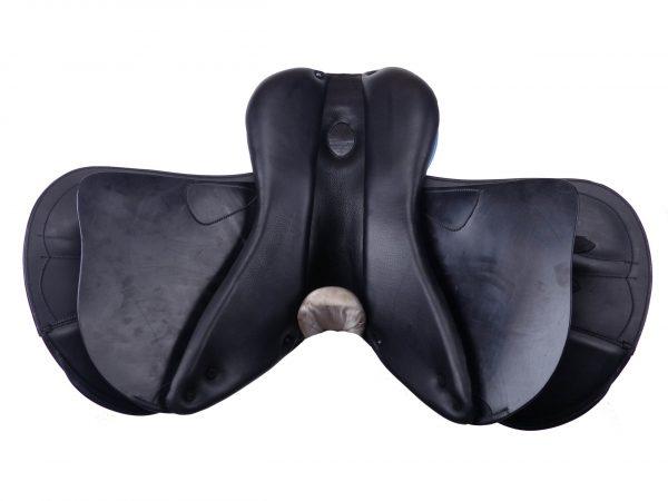 Siodło z szerokim rozstawem paneli zapewniającym dużo miejsca na kręgosłup, karbonowa terlica.